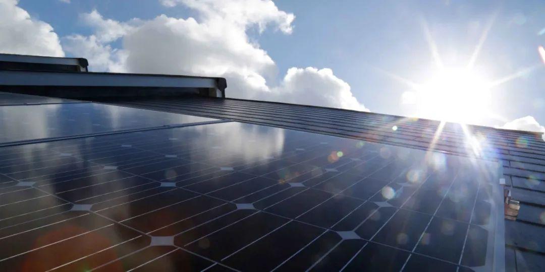 最高可达50%!美国科学家将太阳能电池板效率转换推向世界纪录