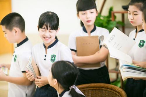 千亿级校服市场——开学季中的新蓝海