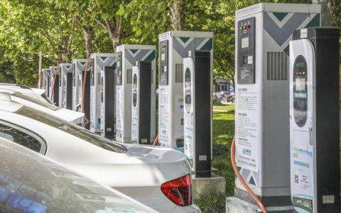 """充电桩,成了新能源汽车发展的""""拦路虎""""?"""