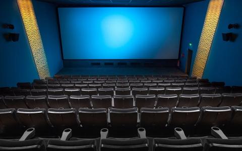电影院为什么还用放映机,不用LED大屏幕?