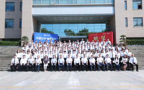 攀升电脑董事长陈孝军出席华科EMBA开学典礼,应邀受聘为创新创业导师